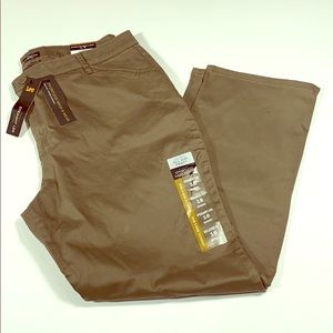 Lee SZ 16 Short Brown Relaxed Fit Mid Rise Pants